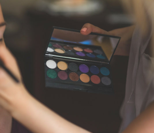 6 Factors to Remember When Choosing the Perfect Makeup Academy For Your Makeup Artist Dream