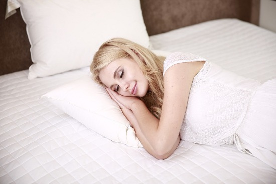 How to Enjoy Deep Sleep with a Cooling Mattress & Pillow