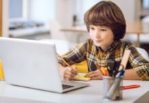 How to Manage Your Childs Online Screen Time