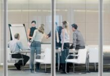 6 Advantages of Renting a Meeting Room